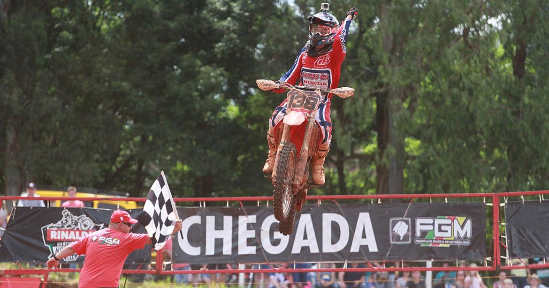rinaldi-gaucho-motocross/brayan-e-cordeiro-foram-os-grandes-nomes-da-final-do-rinaldi-gaucho-de-motocross-capa